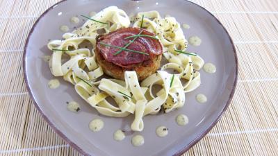 sauce à l'amaretto : Assiette de croustillant au loup de mer