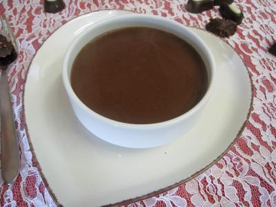 baie de genièvre : sauce au chocolat salée