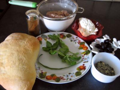 Ingrédients pour la recette : Canapés de focacia au thon