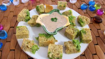 Cuisine diététique : Assiette de cubes de cake aux brocolis et ricotta