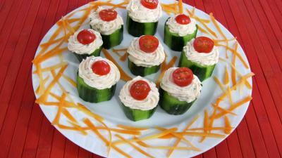 crudités : Assiette de concombre farci aux crevettes