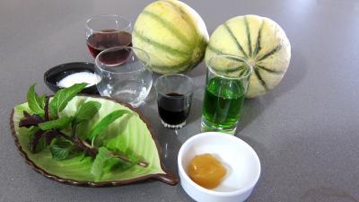 Ingrédients pour la recette : Cocktails perles de melon au porto