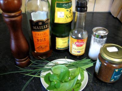 Ingrédients pour la recette : Sauce vinaigrette au basilic