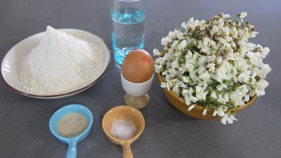 Ingrédients pour la recette : Beignets de fleurs d'acacia