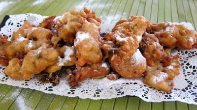 fleurs d'acacia : Assiette de beignets de fleurs d'acacia