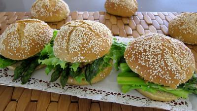 Recette Plat d'hamburgers au cabillaud et aux asperges