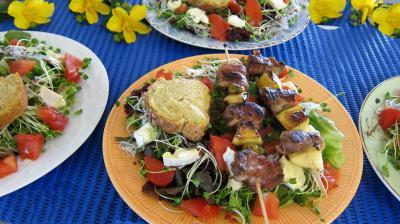 Magrets en brochettes à la plancha en salade - 8.1