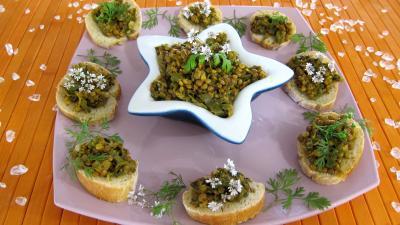 Recette Amuse-bouche de pain recouvert de dahl