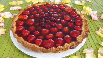 framboises gelée : Tarte au fromage nature avec fraises et framboises