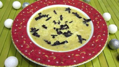 haricots verts : Grand bol de potage au courgette au micro-ondes