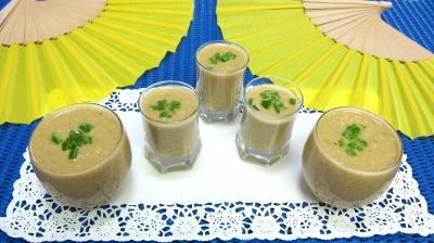 Image : Verrines amuse-bouche ou entrée froide de gazpacho andalou aux poivrons verts