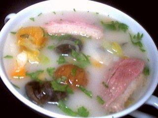 chou blanc : Bol de soupe de châtaignes et escargots