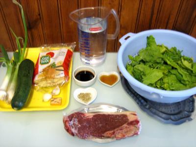 Ingrédients pour la recette : Soupe de boeuf et nouilles façon chinoise
