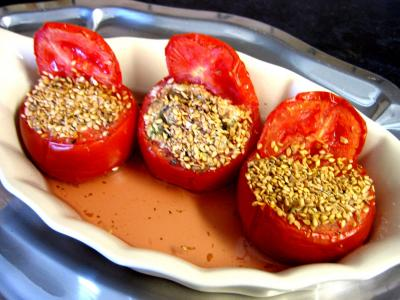 tomates farcies : Plat de tomates farcies au tofu
