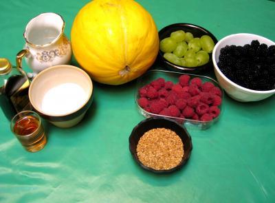 Ingrédients pour la recette : Melons farcis aux fruits