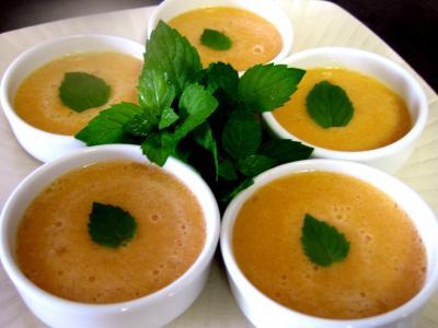 Image : Ramequins de soupe de melon au floc de Gascogne