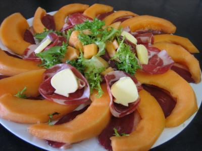 Melon et ses jambons supertoinette la cuisine facile for Entree froide original