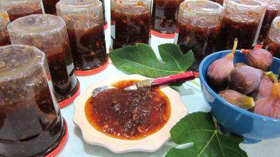 Image : Coupelle de confiture de figues aux mendiants