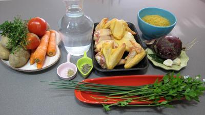 Ingrédients pour la recette : Consommé aux abatis de volaille