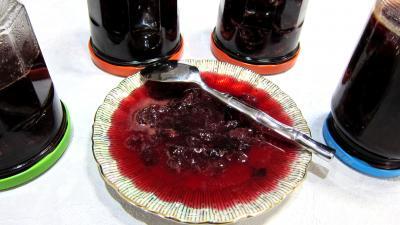 Image : Bocaux et coupelle de confiture de raisins