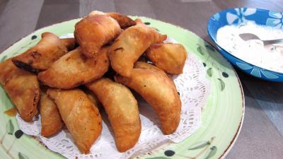 Cuisine réunionnaise : Assiette de samossas aux blettes et à la sauge