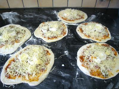 Recette Mini-pizzas à la tomate et au chèvre