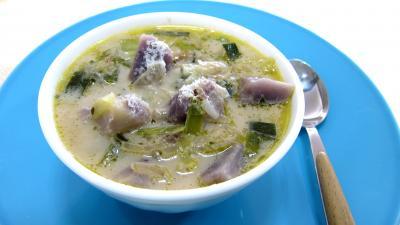 Cuisson à l'autocuiseur : Bol de soupe vitelottes et poireaux