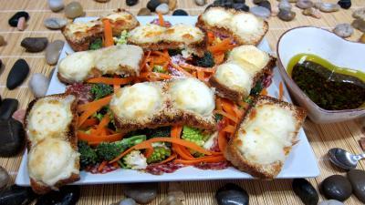 Cuisson au grill : Assiette de crudités et fromage de chèvre grillé