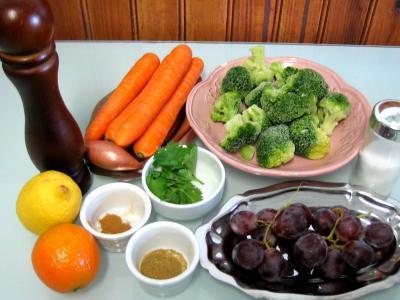 Ingrédients pour la recette : Carottes à la mandarine et aux raisins
