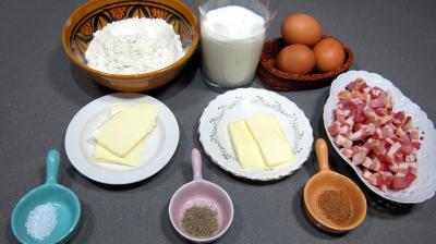 """Ingrédients pour la recette : Crêpes """"Biguenée Soullandaise""""."""