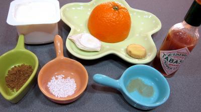 Ingrédients pour la recette : Sauce au yaourt à l'orange