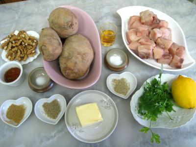 Ingrédients pour la recette : Espadon aux pommes de terre et aux noix