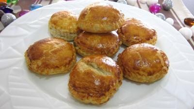 beignets salés : Assiette de rissoles au foie gras
