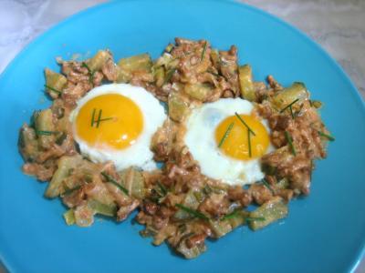 Recettes rapides : Assiette d'oeufs au plat aux girolles