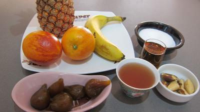 Ingrédients pour la recette : Soupe d'ananas aux fruits et au cognac