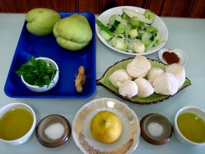 Ingrédients pour la recette : Noix de Saint-Jacques aux chayottes