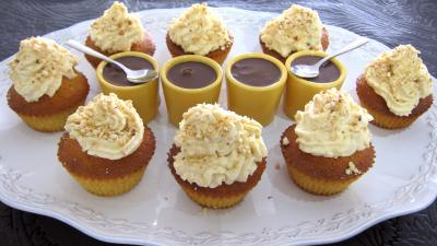 Image : Plat de cupcakes aux noix de cajou et chocolat