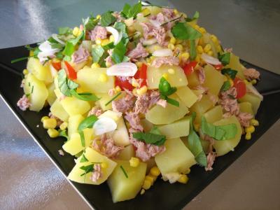 maïs doux : Assiette de salade de thon et poivrons