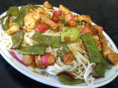 radis : Assiette de nouilles au soja