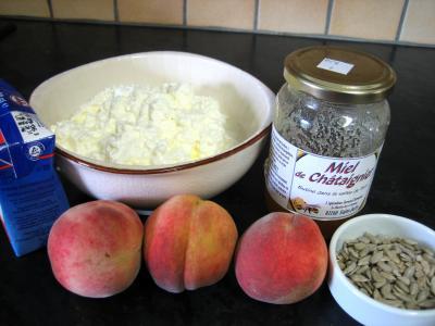 Ingrédients pour la recette : Mousse au fromage blanc aux pêches
