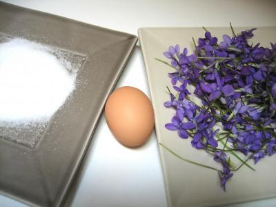 Ingrédients pour la recette : Fleurs cristallisées