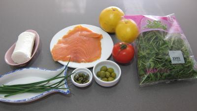 Ingrédients pour la recette : Millefeuille de pamplemousse au saumon fumé