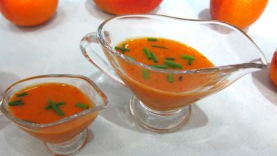 vinaigrette : Saucières de sauce vinaigrette à la mangue