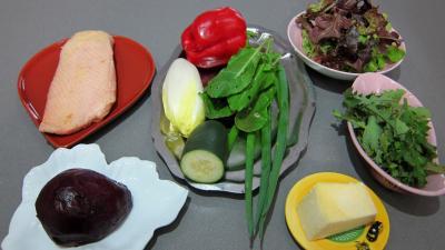 Ingrédients pour la recette : Salade de magret au Cantal