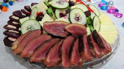 Vinaigrette aigre-douce : Assiette de salade de magret au Cantal