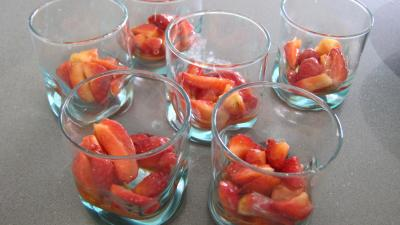 Verrines de fraises à la chantilly meringuée - 9.3