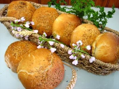 Recette Petits pains farcis à l'oignon et aillettes
