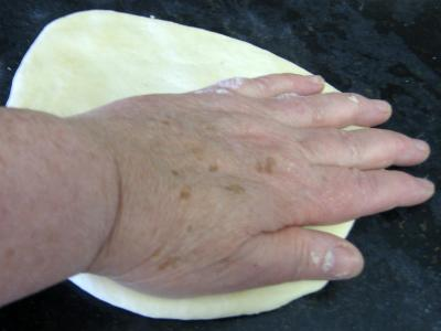 Petits pains farcis à l'oignon et aillettes - 11.4