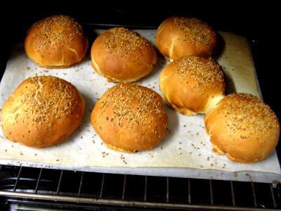 Petits pains farcis à l'oignon et aillettes - 15.1