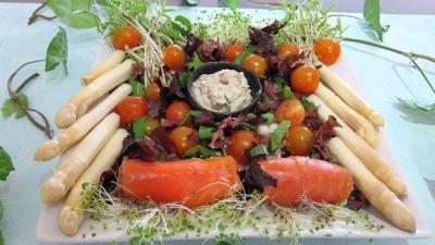 asperge : Assiette de cannellonis de saumon fumé
